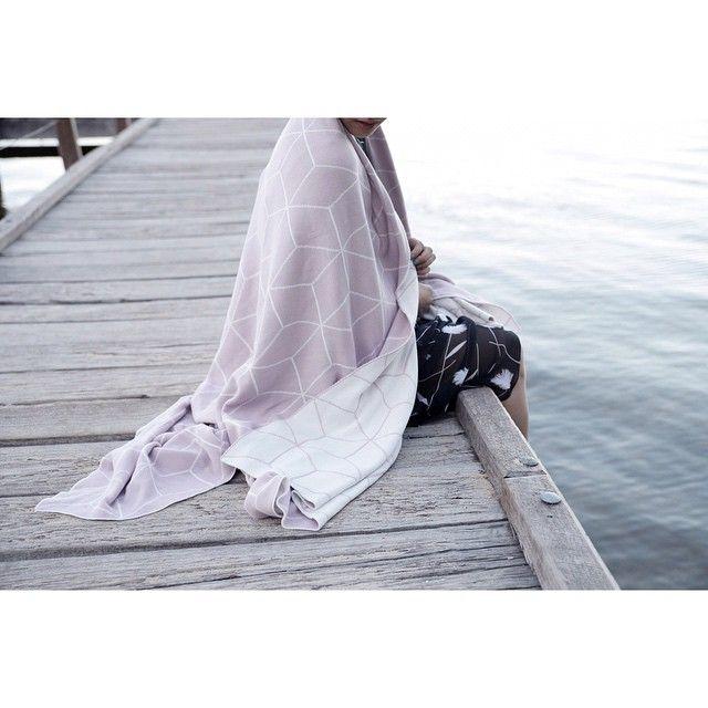 "Gefällt 184 Mal, 6 Kommentare - jamie kay (@jamiekaystore) auf Instagram: ""This beautiful image of our geo blanket is taken by our super talented stockist @acupofchic…"""