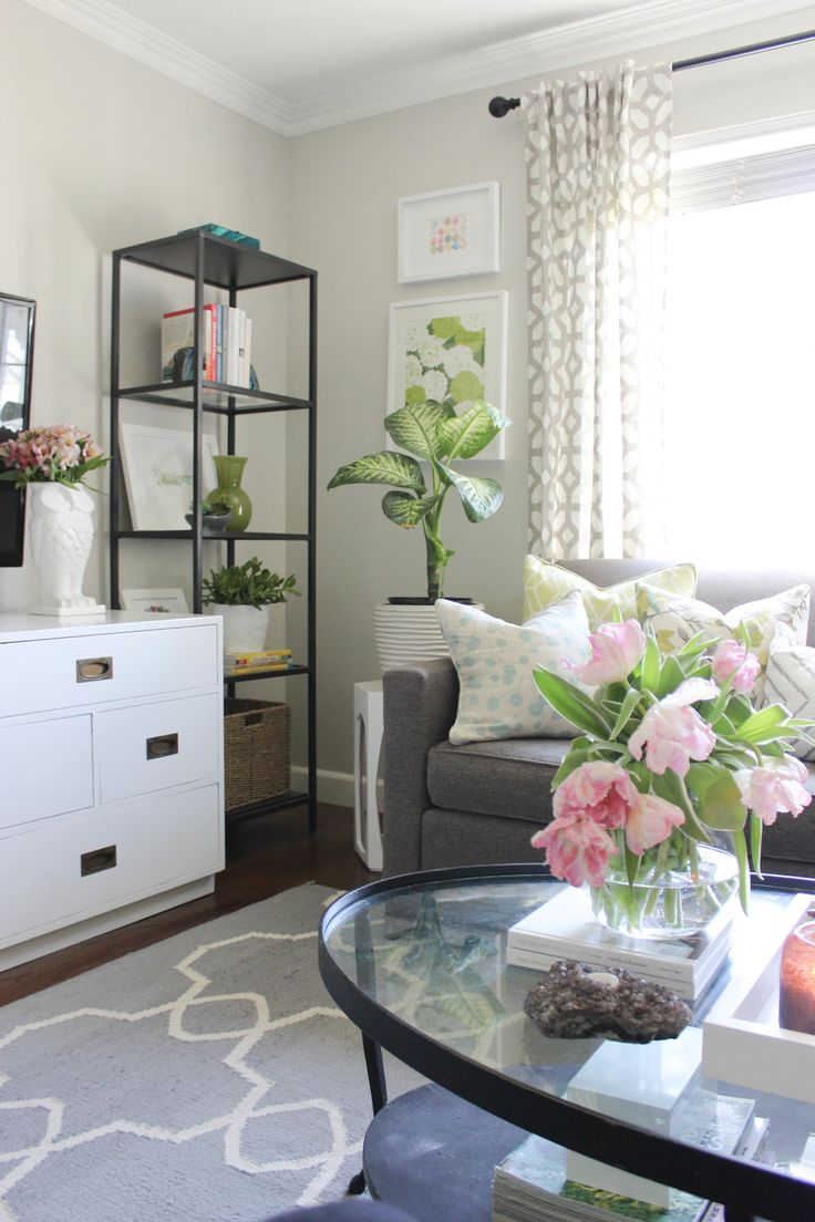 Small Home Style: Best Coffee Tables for Small Spaces. Designing a small living room for real life is definitely a challenge.  Finding THE perfect coffee table for a small living room can be a huge design challenge. However, I've rounded up my 5 favorite chic coffee table styles for small spaces, plus sharing some shopping tips!