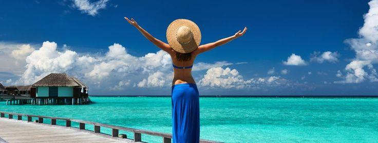 Самое романтическое и уединенное место на земле - это Мальдивы! Ну где еще прозрачная голубая вода сочетается со сверкающе-белым песком на уютном зеленом пляже? Какая другая страна может предложить такие завораживающие виды из окошка маленького бунгало на воде с разноцветными рыбками? Прекрасная природа и отличнейший сервис местных отелей поднимает туристическую ...