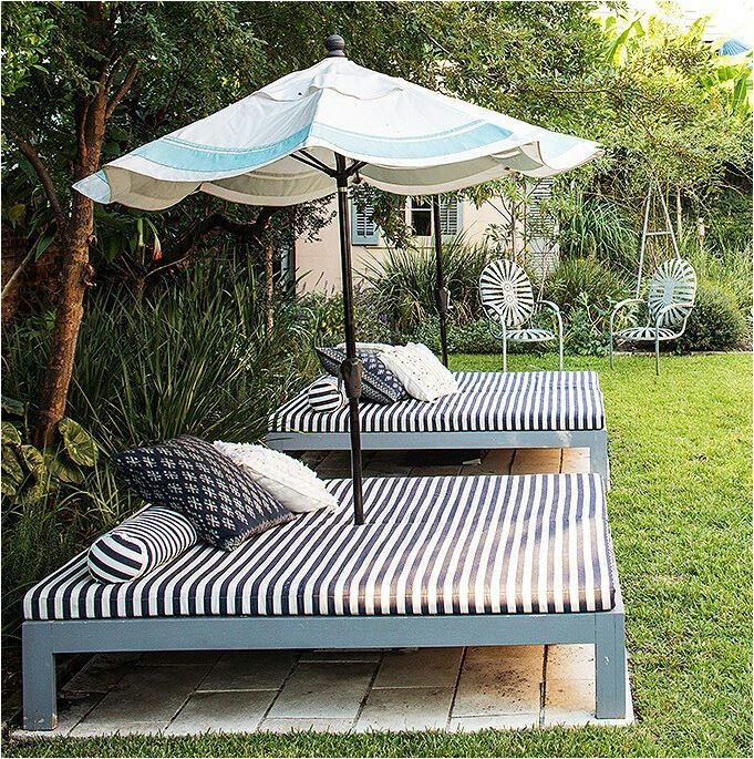 Pool side. Small yard seating idea. Lawn furniture.