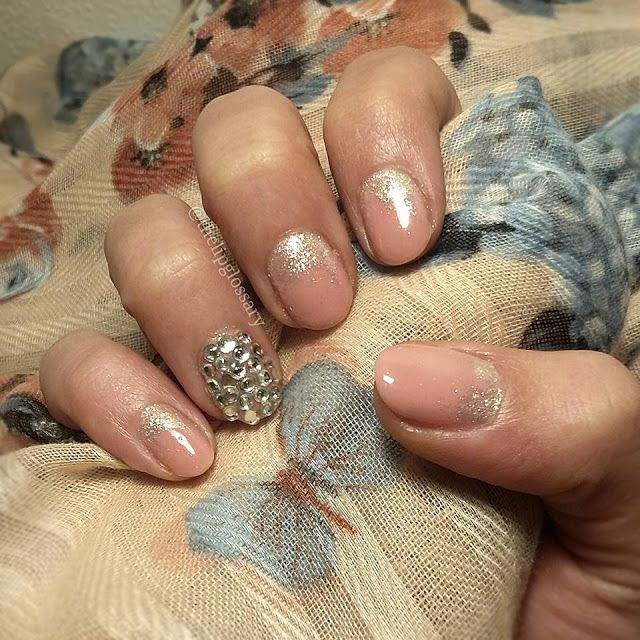 Pink nude nail art design with mirror powder and swarovski by @thelipglossary