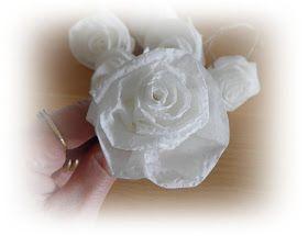 Aggie's frutsels: Papieren rozen in kaarsvet