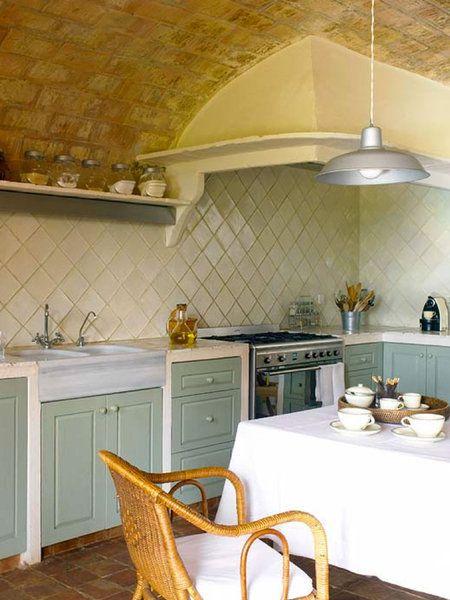Cocina con techo abovedado