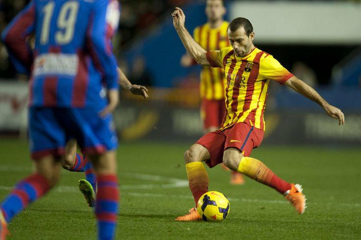 FC Barcelona, Mascherano, a punto de centrar. | Levante 1-1 FC Barcelona. [19.01.14].