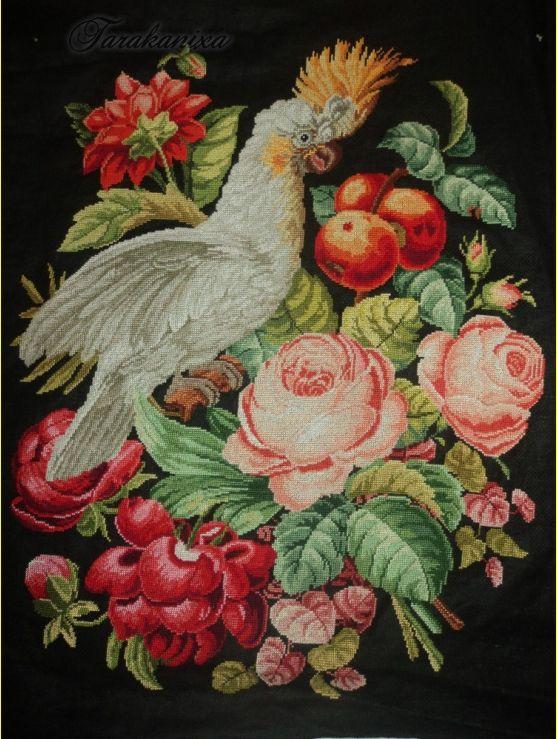 Белый какаду с цветами