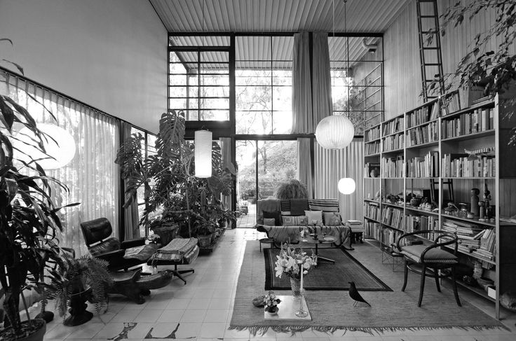Image 1 of 6 from gallery of A Virtual Look Into The Eames Case Study House #8. Image Courtesy of Archilogic