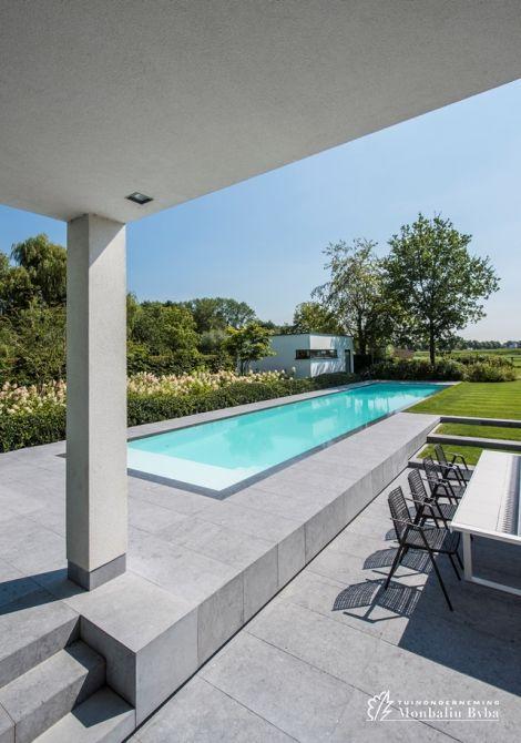 Aangelegde tuinen door tuinonderneming Monbaliu - Hedendaagse tuin met biopool zwembad is opgebouwd met speelse lijnen en open ruimtes