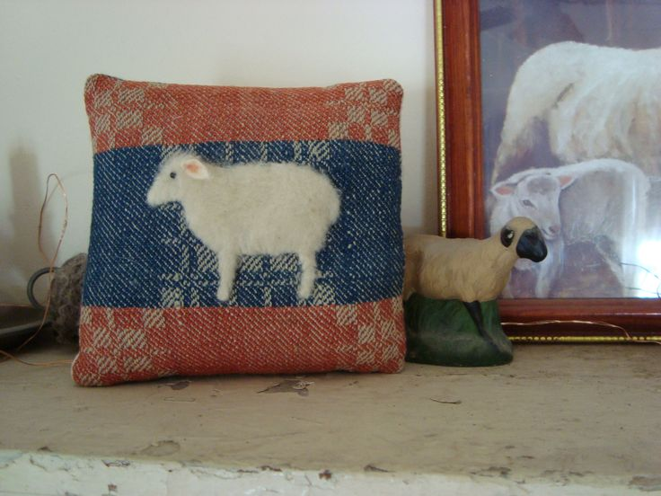 17 Best images about Antique Quilt Animal Pillows on Pinterest Folk art, Quilt pillow and Old ...