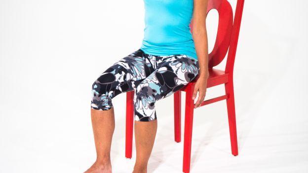 Uno stretching mirato per i muscoli del collo indicato per alleviare le tensioni del lavoro sedentario e favorire il recupero dopo l'allenamento