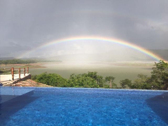 Pousada com 03 chalés ás margens do lago Corumbá contendo cada um duas suites, quiosque com salão de festas e cozinha, piscina com bar molhado e borda infinita, rampa de acesso ao lago, casa de caseiro, 22.000 m de escritura + área de preservação. valor R$ 3.500.000 Obs: troca por imovel em Goiania. Contato: (64)98106-2249 - Rodrigo.