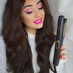 If you know me you know I love big voluminous hair! 💁🏻 I'm wearing @luxuryforprincess extensions in The Princess Superior Hair Set in colour Darkest Brown 280 grams & I used their Luxury Flat Iron to create effortless waves! It literally took me five minutes to do my whole head and it's left my hair super shiny 😱 Get €15 off all styling tools with my code ginabox15 #luxuryforprincess #extensions #lfphairgoals #ad . Brows- @anastasiabeverlyhills pomade in medium brown & clear brow gel…