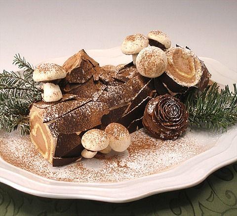 Gluten-Free Buche de Noel or Christmas Yule Log Cake | baking911.com