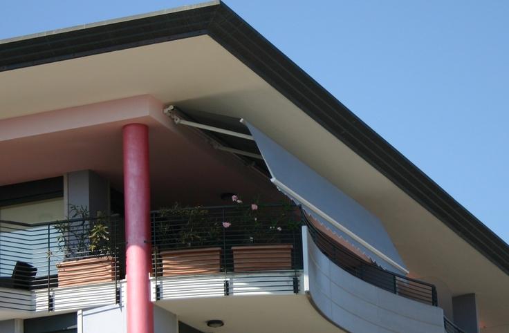 Copertine retractabile Marcesa, copertine Gibus cu dubla inclinatie pentru mai multa umbra si spatiu pe terasele tip balcon. Copertine cu design deosebit de elegant si functionalitati multiple.Calitate Gibus, pret excelent.