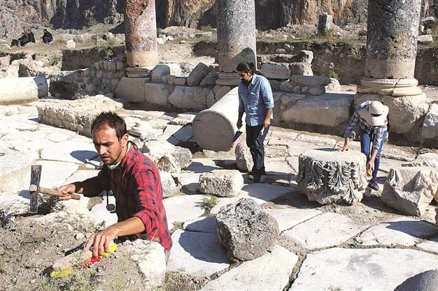 Excavations in the ancient city of Anavarza, located in the southern province of Adana, have unearthed new city walls from the 8th and 9th centuries