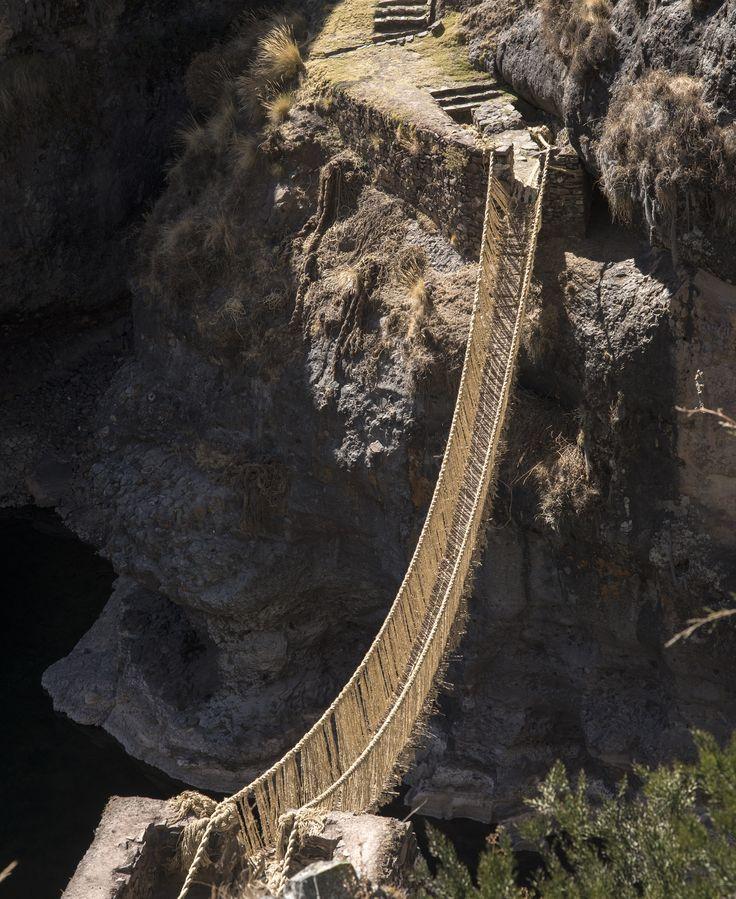 Puente colgante Q'eswachaka. Río Apurímac, Provincia de Canas, Perú, 2014.  Parte del Camino Inca.