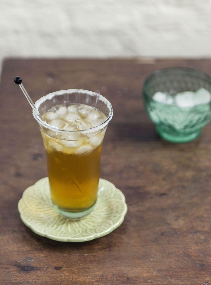 Michelada | #ReceitaPanelinha: O molho de pimenta e o caldo de limão transformam a cerveja em um drinque mexicano temperadíssimo, ideal para uma tarde entre amigos.
