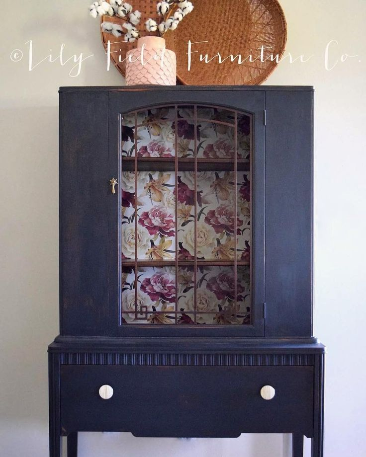 """Heidi en Instagram: """"I'm so excited to share this project! The gorgeous navy is @oldbarnmilkpaint new color Agate. I also used Saddle Brown all in one stain and…"""""""