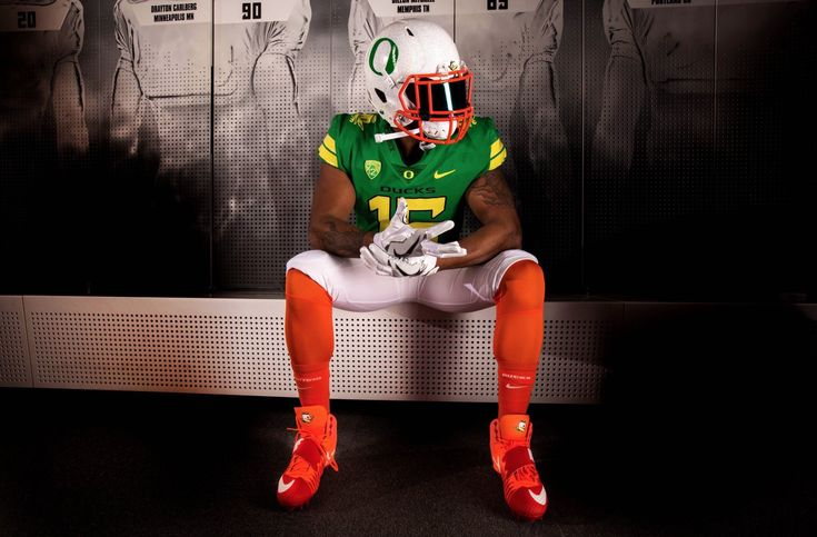 The University of Oregon Duck Uniform featuring our Emerald Green Iridium SHOC Visor