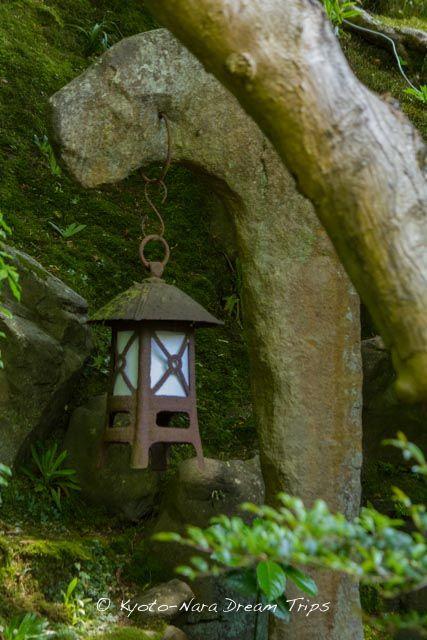 Iron lantern in the garden of the Ruriko-in Villa (瑠璃光院) in Yase, Kyoto!