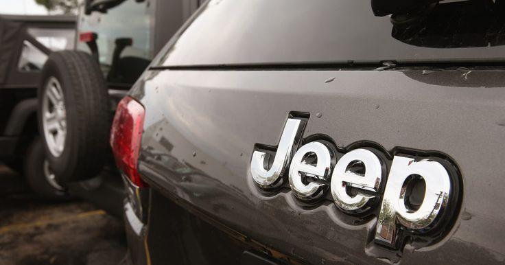 Cómo arreglar el motor del limpiaparabrisas en un Jeep. El motor del limpiaparabrisas en un Jeep Wrangler es un pequeño motor eléctrico montado en el interior del marco del parabrisas. Otros modelos de Jeep tienen el motor del limpiaparabrisas montado en el cortafuegos en el interior del compartimiento del motor, justo debajo del parabrisas. La sustitución del motor del limpiaparabrisas en cualquier ...