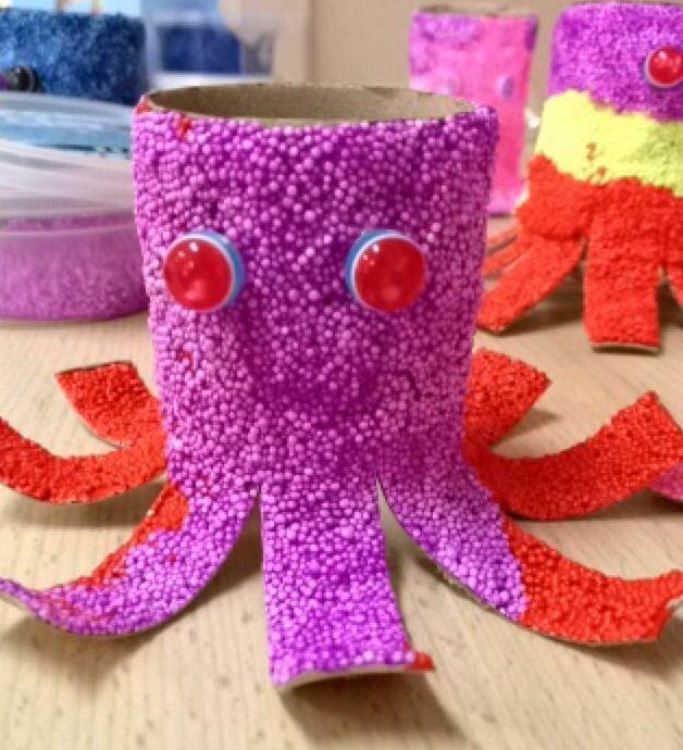 Octopus foam clay  Pieuvre en foam clay, genre de pâte à modeler avec des microbilles. Sur du papier wc. #octopus #pieuvre