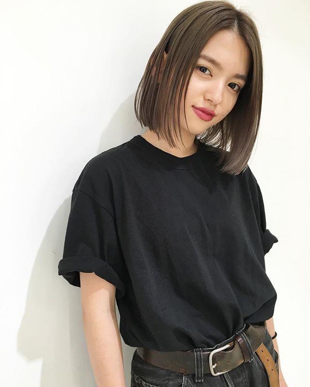 ストレートロブ★ ・ ・ あえてシンプルなストレートヘア ・ ・ カラーは、ダブルカラーで透明感たっぷりのグレージュに♪ ・ ・ カジュアルなfashionと相性バッチリのヘアスタイルです! ・ ・ 是非一度お試しくださいね☺︎ ・ ・ カット ¥7,200 カットカラー ¥14,400 ブリーチ ¥9,700 ・ ・ #shima_tanebe ・ #shima#shimakichijoji #cut#color#bob#rob#highright#ash#styling#髪型#ヘアスタイル#ボブ#ロブ#アッシュ#グレージュ#ウェットヘア#ハイライト#ブルージュ#アッシュベージュ#前下がりボブ#パツッとロブ#セミウェット#吉祥寺#美容室#アクネ#ステラマッカートニー#髪色