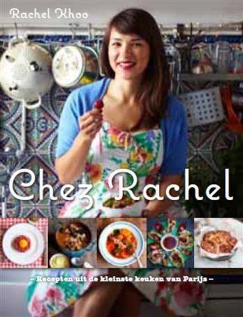 Chez Rachel  Description: In de kleinste keuken van Parijs kookt een Engelse met bijzonder veel talent: Rachel Khoo. Met haar frisse kijk op de Franse keuken en een uitzonderlijk gevoel voor smaak kleur en compositie is Rachel al met recht de nieuwe Julia Child genoemd. Haar recepten zijn onmiskenbaar Frans maar niet moeilijk: elke kok thuis kan ze maken. Of het nu gaat om een Provençaalse stoofschotel een authentieke kippensoep of een quiche lorraine de recepten van Rachel smaken naar meer…