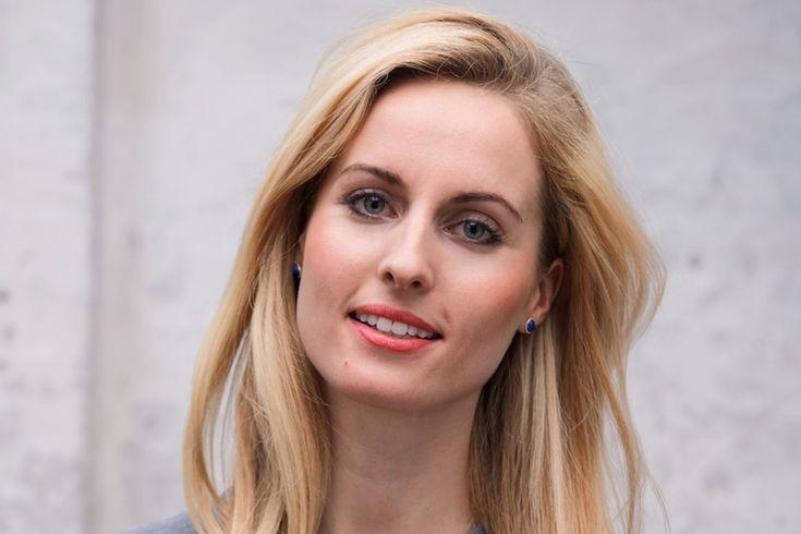 Janna Schmidt-Holtz hat mit 31 schon drei StartUps gegründet. Inhalte aus dem Interview: - Streber sind selten gute Unternehmer - Sie wollte in Hamburg schnell und qualitativ Mittagessen und hat nichts gefunden --> Idee zu ihrem ersten Unternehmen - Als Mitarbeitermotivation verschenkt sie Anteile und zahlt sich selbst das selbe Gehalt wie der Geschäftsführung aus