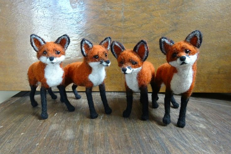 Needle felted foxes by Elina Detsi