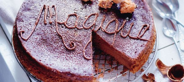 Gâteau magique au Nutella, noisettes caramélisées