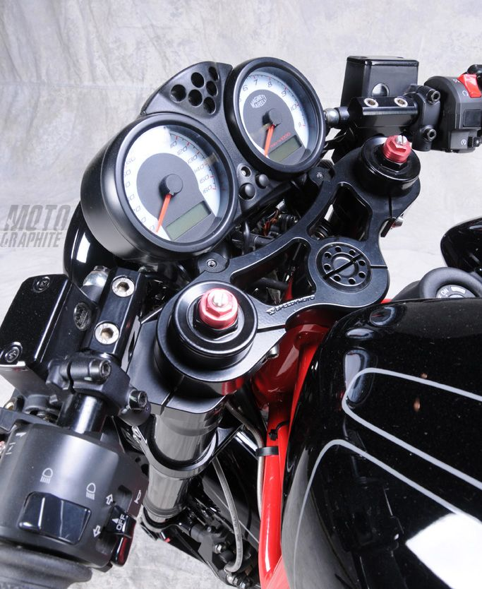http://www.motographite.com/2011/08/ducati-monster-s2r-800-special-by.html