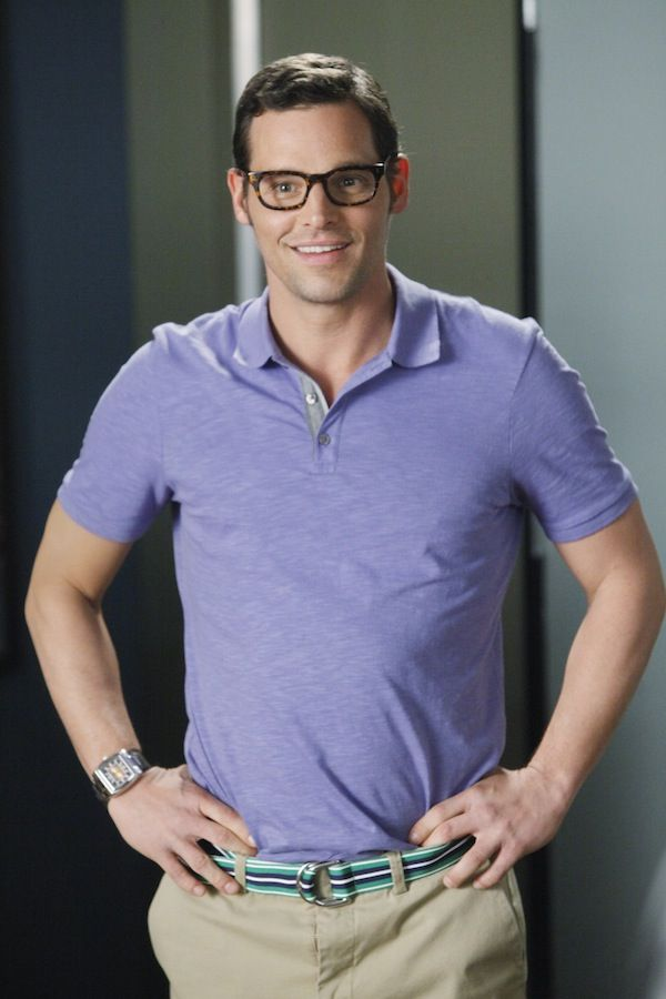 he can pull off a cute nerdy look :)  greys anatomy