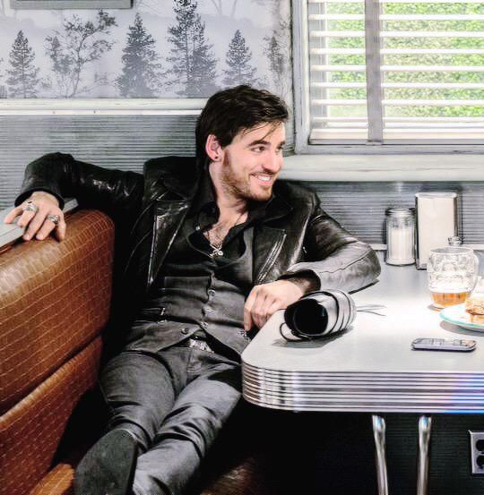 "Don't ever make me be ""hookless,"" Colin. #ouat"