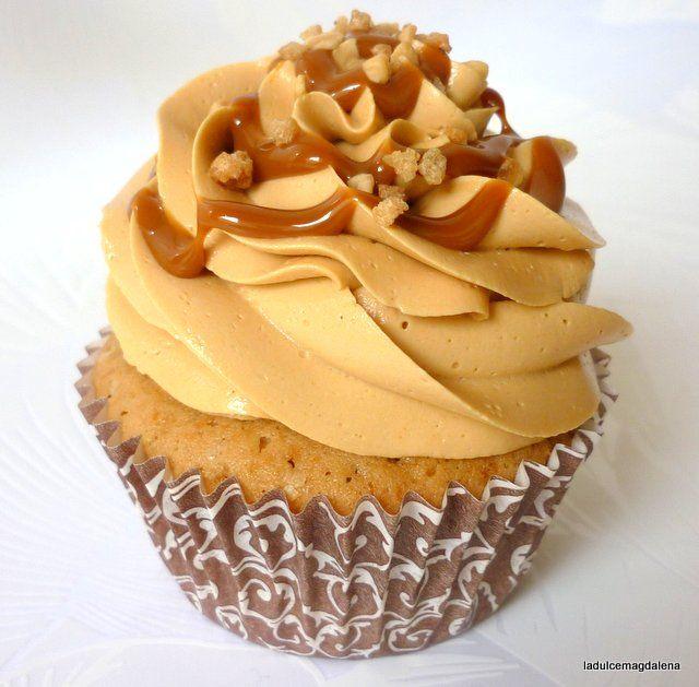 La dulce Magdalena: Cupcakes argentinos... ¡sí, de dulce de leche con merengue suizo!