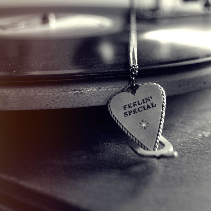 Sometimes all you need to do is relax and listen good music. #fellin'special #feelingspecial #ottojewels #jewels #music #vintagestyle #vintagemusic #relax #takeyourtime #positivevibes #happythings #happy #saturday #mood #silver #diamonds #handmadejewelry #heart #ootd #cuore