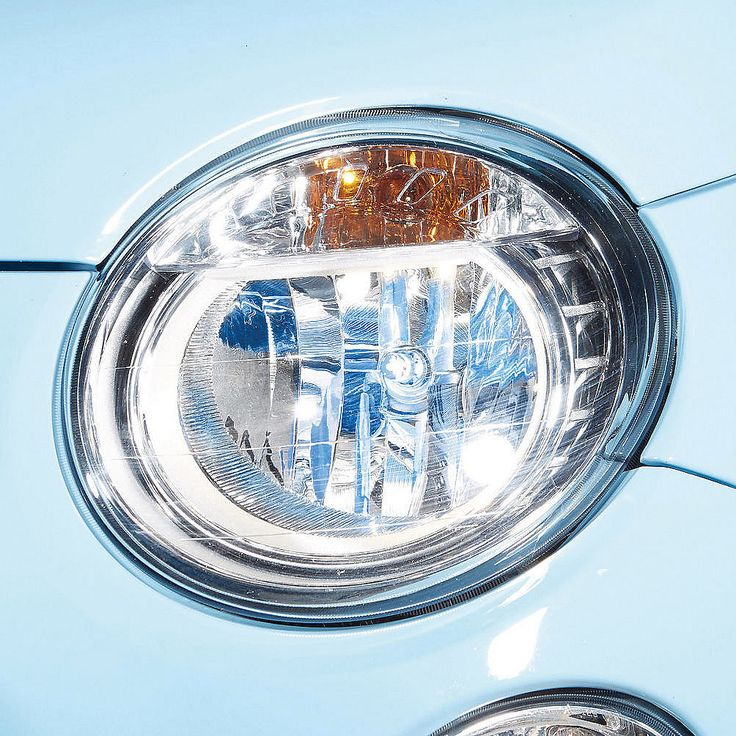 Philips Autolampen Colorvision H7 Blauw  Description: [nl]Met deze unieke Philips ColorVision autolampenset stijl je je auto helemaal af! De unieke coating op deze lampen geeft kleur aan het licht door weerkaatsing in de reflectoren. De lichtstraal zelf is gewoon wit licht. Met de keuze uit 4 trendy kleuren is er altijd een kleur die bij jouw auto past.Alleen geschikt voor reflector koplampen.Deze autoverlichting is volledig gecertificeerd; waardoor het gebruik op de openbare weg is…