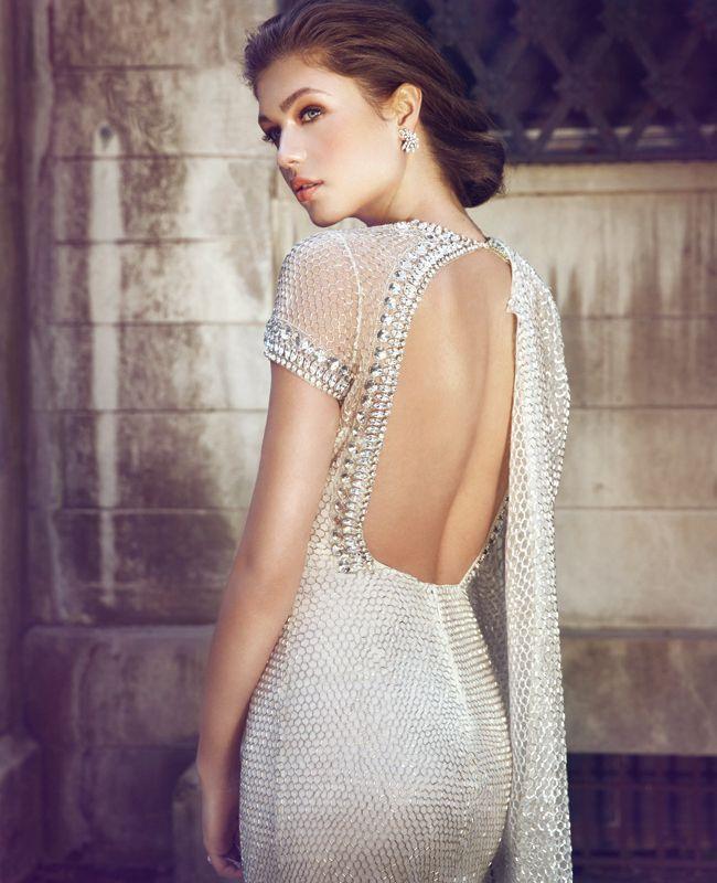 インドの王族が着用する豪華なドレスをデザインするのはインド生まれのナイームカーン♡個性的・モダンな花嫁さんに教えたい一覧総まとめ。