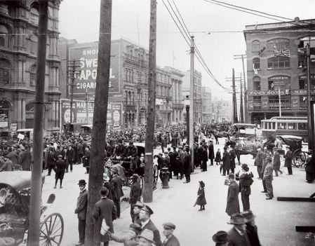 « Shoot to kill ! » L'ordre, donné en anglais, était clair. Le 1er avril 1918, à Québec, les soldats canadiens tuent quatre hommes du peuple qui manifestent contre la participation obligatoire à la Première Guerre mondiale.