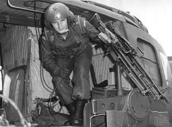 M60 machinegun Huey door gunner ~ Vietnam War | Vietnam ...
