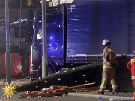ベルリンクリスマス市追突 テロ犯人がトラックをハイジャックか