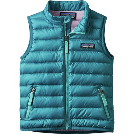 You discovered rather late in life that vests are incredibly versatile wardrobe items. So, don't delay in passing on this valuable knowledge to your little one: outfit her in the Patagonia Toddler Girls' Down Sweater Vest and prepare her for a world of adaptability. Offering lightweight warmth during shoulder seasons, this vest is equipped with a durable polyester exterior, complete with DWR treatment for defense against light moisture.