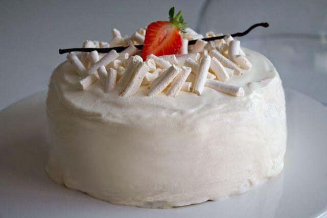 Pour les amateurs de dessert glacé, un gâteau facile à réaliser nécessitant peu de moyens ; ni turbine à glace ni sorbetière. Le résultat est stupéfiant vous ne trouvez pas.