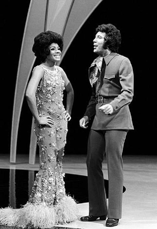 The Tom Jones Show (1971) with guest Shirley Bassey: There must have been something good in the water in Wales in those days.