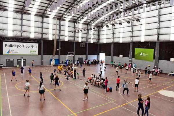 Cientos de alumnos disputaron los 4° Torneos Intercolegiales Municipales en el Poli N° 1
