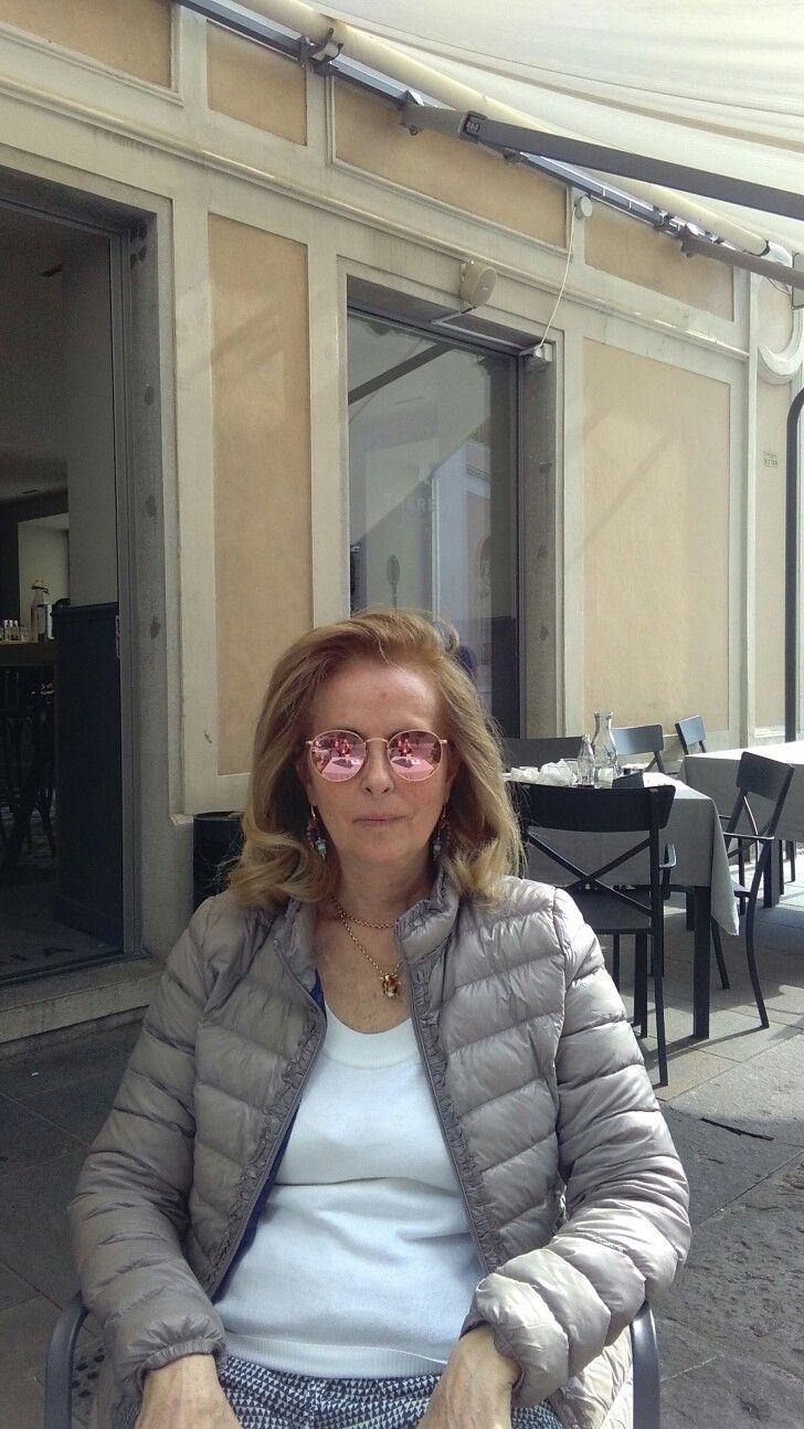 Trieste, caffè adiacente Piazza della Borsa, mia madre