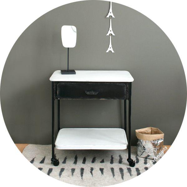table de toilette noir et blanc http://www.serendipity.fr/table-de-toilette-noir-et-blanc/20-2731/p