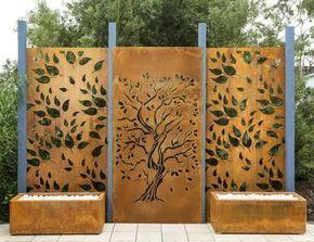 lasergeschnittene Baum-Motive im Cortenstahlplatten