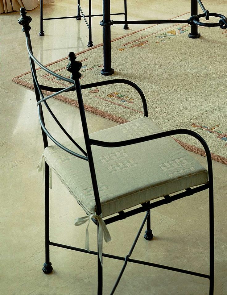 Sillon mod. cruz, fabricado en forja de forma artesanal, se puede cambiar el color de la forja y tapizado