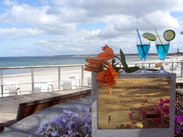 """Hurra, wir sind mal wieder nominiert! Diesmal heißt es Daumen drücken für die European Excellence Awards. Die von uns konzipierte Strandpartnerschaft zwischen dem Timmendorfer Strand und dem Cas Abao Beach auf #Curaçao steht auf der Shortlist der Kategorie """"Travel & Tourism""""."""