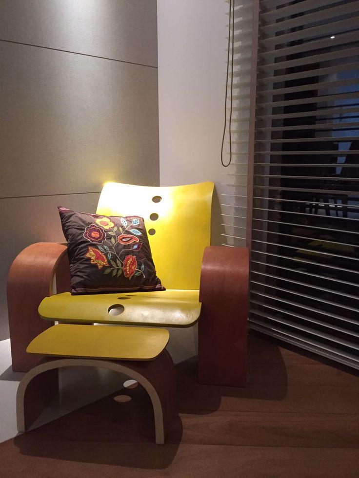 Cadeira Simul, confeccionada no 4o Período de Design de Produto (PUC-PR) em parceria com a Playwood